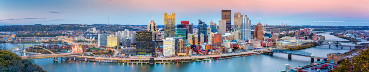 Wall Mural - Pittsburgh downtown panorama at dusk viewed from Grandview Overlook across Monongahela River