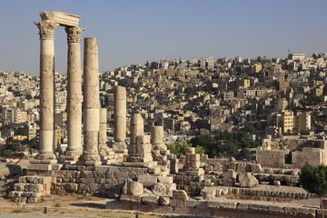 アンマン城とヘラクレス神殿と街並み