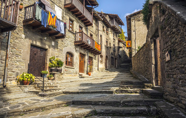 Photo sur Toile Ruelle etroite Old stone street in the medieval town of Rupit, Catalonia