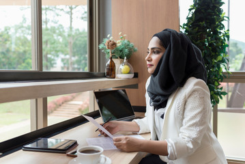 Arabian Businesswoman working in the coffee shop.