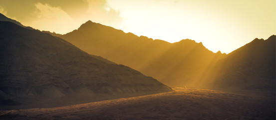 Landscape mountains with sunlight before sunset in Leh ladakh , India Fotomurales