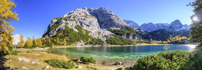 herrlicher Bergsee in den Tiroler Alpen