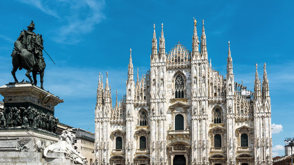 Fototapete - Milan Cathedral on the Piazza del Duomo