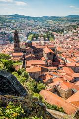 Vue sur le Puy-en-Velay et la Cathédrale Notre-Dame-du-Puy du haut du Rocher Corneille