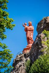 La statue Notre-Dame de France sur le rocher Corneille au Puy-en-Velay