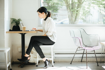 Young business woman working at coffee shop