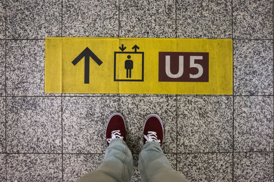 Sign with arrow to elevator and underground line, footsie, personal perspective
