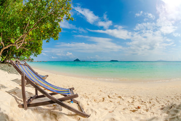 Fond de hotte en verre imprimé Tropical plage Beach chair on perfect tropical sand beach, Phi Phi Island, Thailand