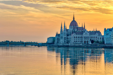 Foto op Canvas Boedapest Budapest sunrise city skyline at Hungalian Parliament and Danube River, Budapest, Hungary