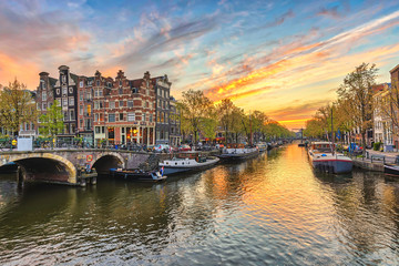 Papiers peints Amsterdam Amsterdam sunset city skyline at canal waterfront, Amsterdam, Netherlands