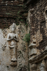 400 years old ruined ancient standing and praying of male angel statue at Chiangmai, Thailand, buddha statue without some of body part, historical decorated wall temple, backgrounds, wallpaper