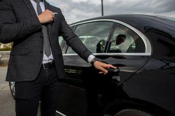 Man opening a car limousine door Fototapete