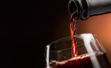 buon vino versato in calice