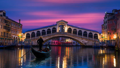 Fotorollo Venedig Gondola near Rialto Bridge in Venice, Italy