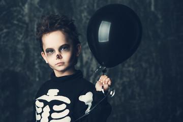 skeleton with black balloon