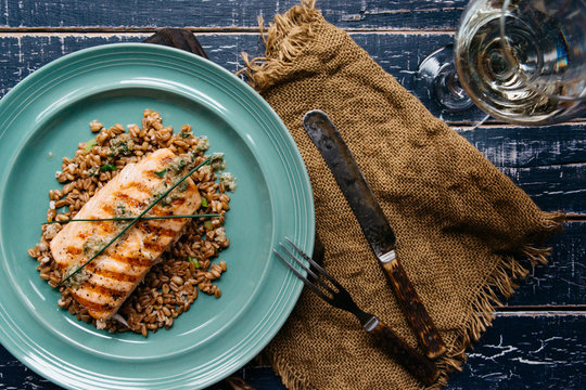 Salmon fillet grilled with spelt wheat from above