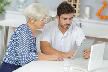 educating the mother about the tablet