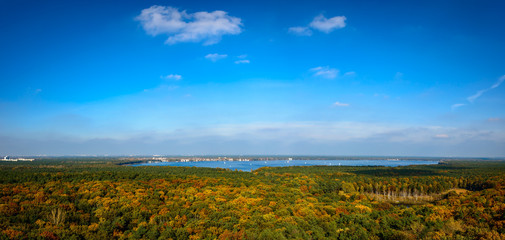 Panoramablick über den Großen Müggelsee im Herbst