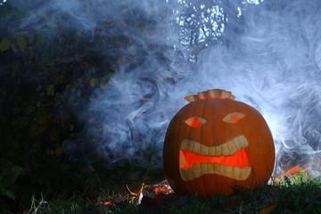 halloween kürbisch im Dünkelen nacht