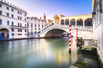 Obraz Venice grand canal, Rialto bridge at sunrise. Italy - fototapety do salonu