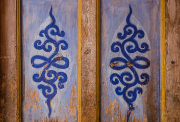 The decorative pattern on the Lama Temple door