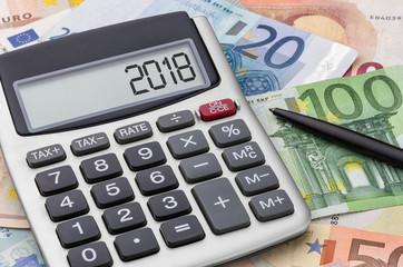 Taschenrechner mit Geldscheinen - 2018