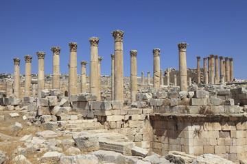 ジェラシュ遺跡の聖セオドア教会とアルテミス神殿