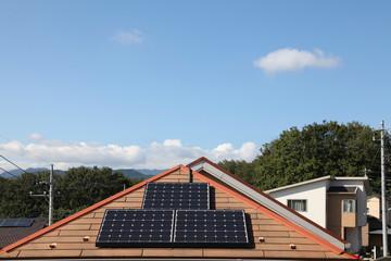 住宅のソーラーパネル  コピースペース