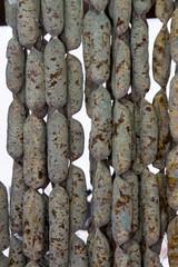 salami e salsicce appesi