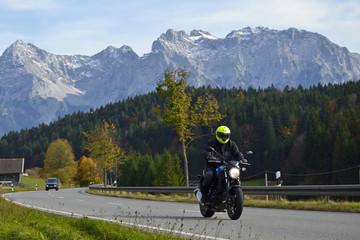 Wall Mural - Motorradfahrer auf Alpenstraße vor Karwendel
