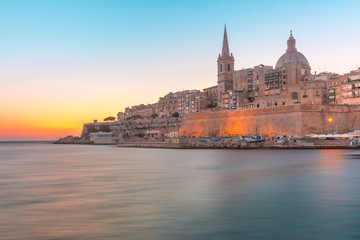 Fototapete - Valletta Skyline with churche of Our Lady of Mount Carmel and St. Paul's Anglican Pro-Cathedral, at dawn, Valletta, Capital city of Malta