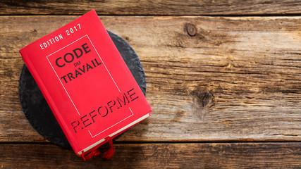 réforme du code du travail 2017 sur fond bois