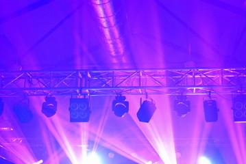 Koncertowe oświetlenie sceny