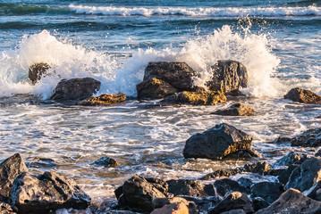 Waves Breaking on Reef