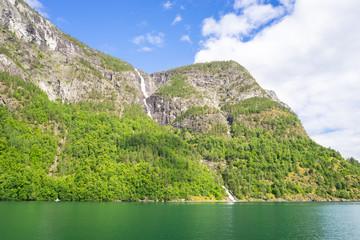 Beeindruckende Fjordlandschaft am Naeroyfjord in Norwegen