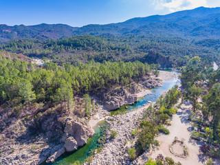 Solenzara-Fluss an der Ostküste von Korsika mit seinen herrlichen Badestellen im glasklaren Wasser
