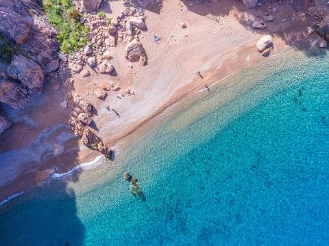 Strand von Ficajola an der Westküste von Korsika im Golf von Porto