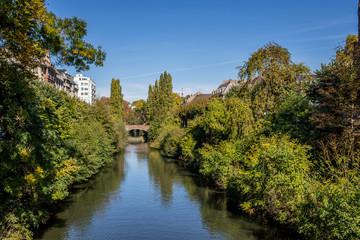 Die Ill in Strasbourg an einem sonnigen Tag