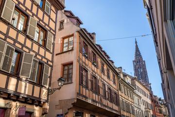 Enge Gasse hin zum Münster in Strasbourg