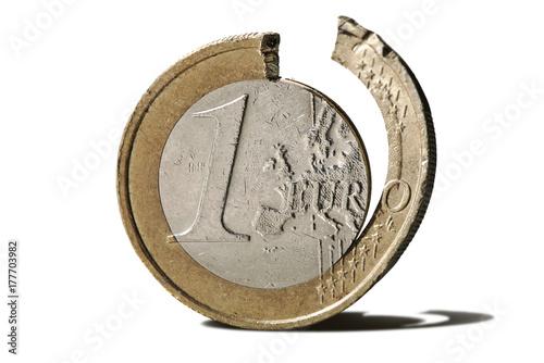 Verbogene 1 Euro Münze Freigestellt Krise In Der Europäischen