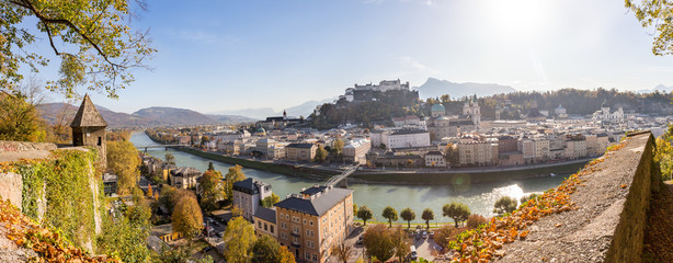 Festung Hohensalzburg im Herbst, Salzburg, Ausblick vom Kapuzinerberg, Panorama