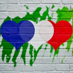 Graffiti, coeurs bleu, blanc, rouge