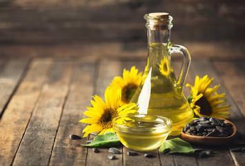 Fototapeta Sunflower oil and seeds obraz