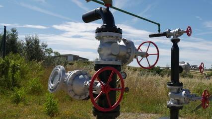 Rubinetto centrale elettrica energia geotermica