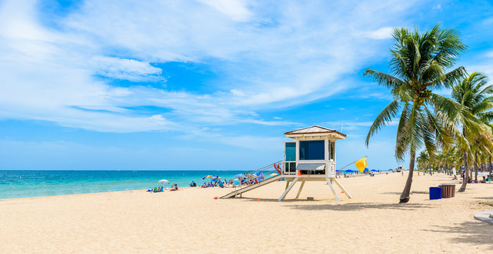 Paradise beach at Fort Lauderdale in Florida on a beautiful sumer day. Tropical beach with palms at white beach. USA.