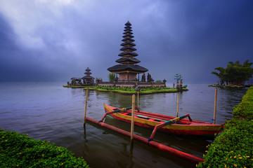 Tuinposter Bali Bali Ulun Danu Bratan Temple