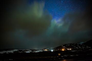 Schwaches Polarlicht über Island