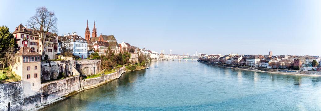 Panorama von Basel Stadt mit Rhein, Schweiz
