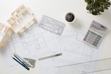 建築家の机
