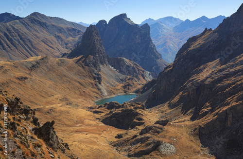 Fotomurales A valley in the French Alps during a clear day in autumn.
